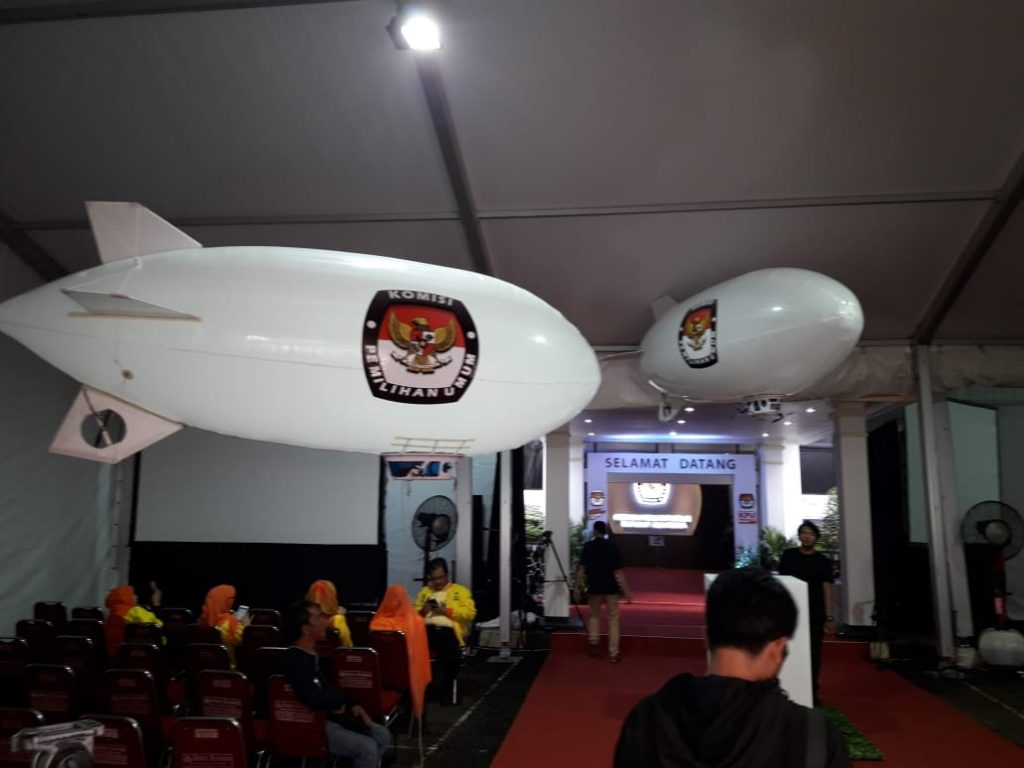 Mau RENTAL Balon Zeppelin Pancang Remote Control RC TERMURAH NO. 1. Balun Jeppeline Promosi Pameran Exhibition Indoor / Outdoor Event [WA 085210745506 ]